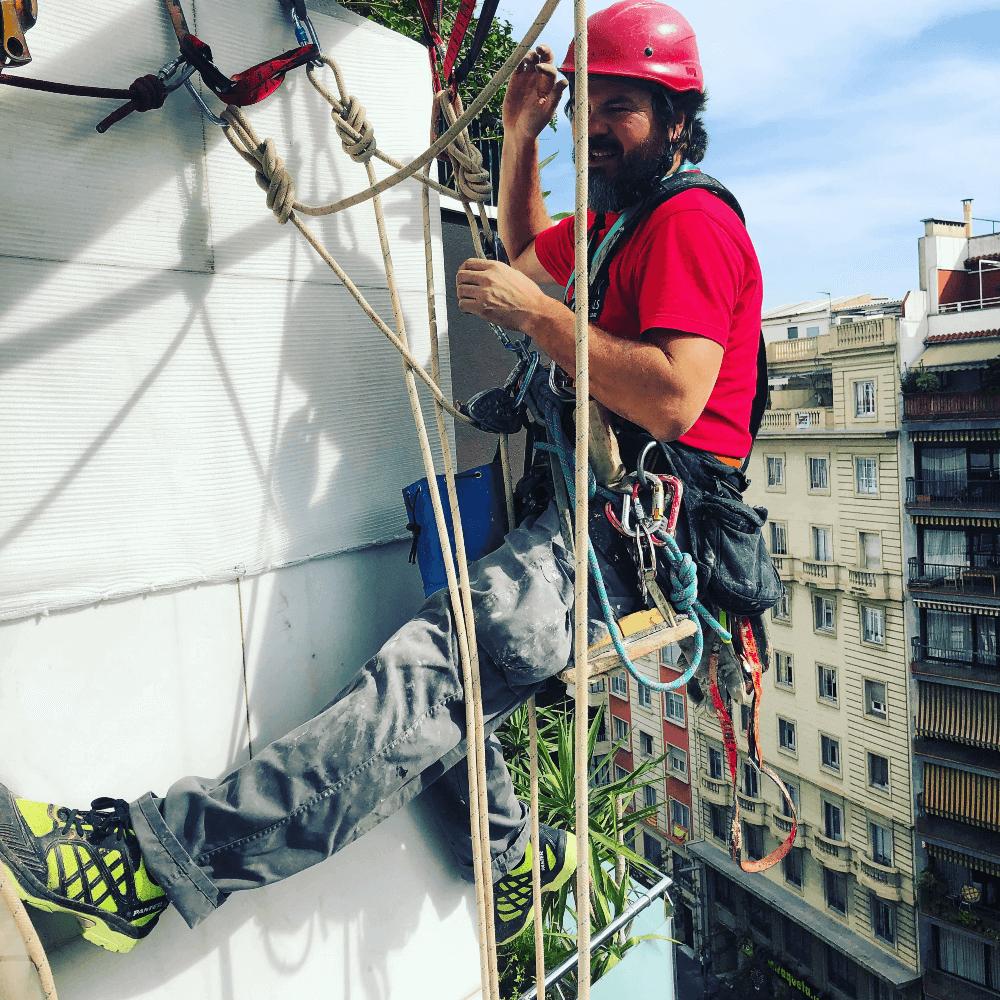 Trabajos verticales de urgencia en Barcelona