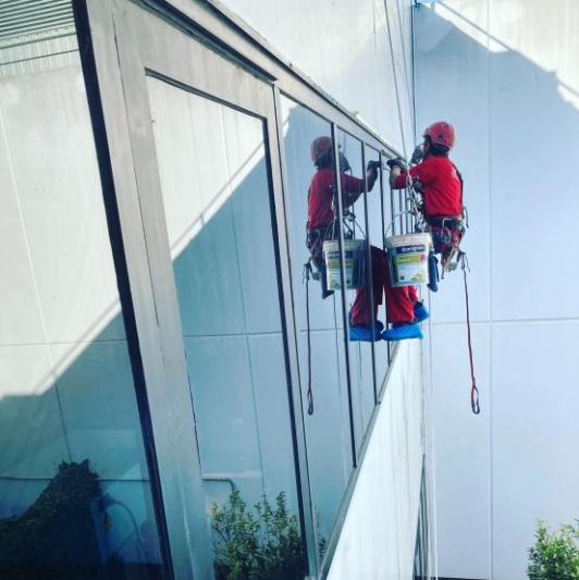 trabajos verticales en oficina