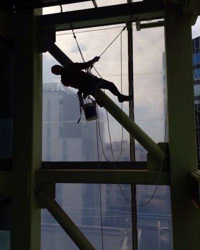 trabajos verticales con arnés